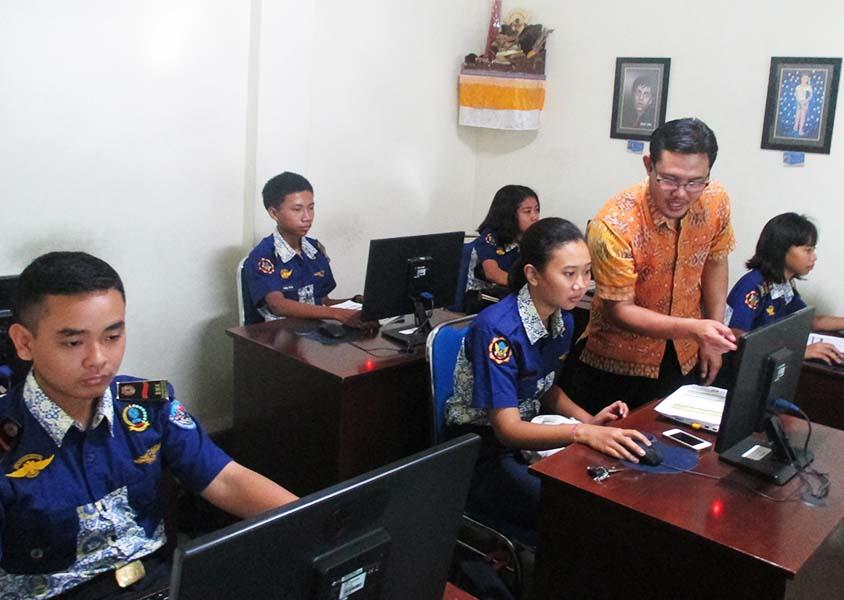 Pelatihan Komputer SMK Penerbangan Cakra Nusantara