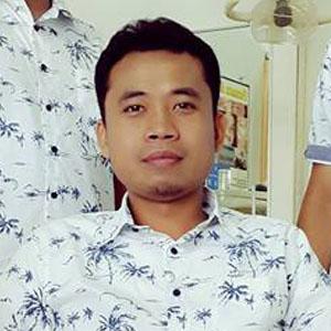 Lulusan Web Design, Holily, Ahli gigi palsu di Bali